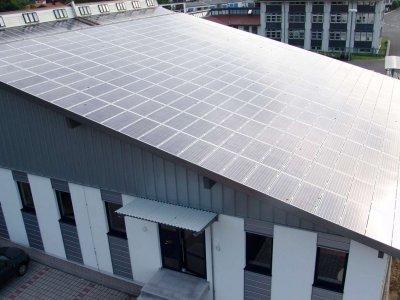 PV-Anlage auf dem Firmengebäude der WUN elektro